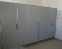 Туалетные перегородки ЭКОНОМ класса, ЛДСП, аннодированный алюминиевый профиль.