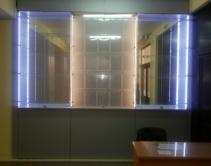 Витрина с подсветкой для кубков и грамот.
